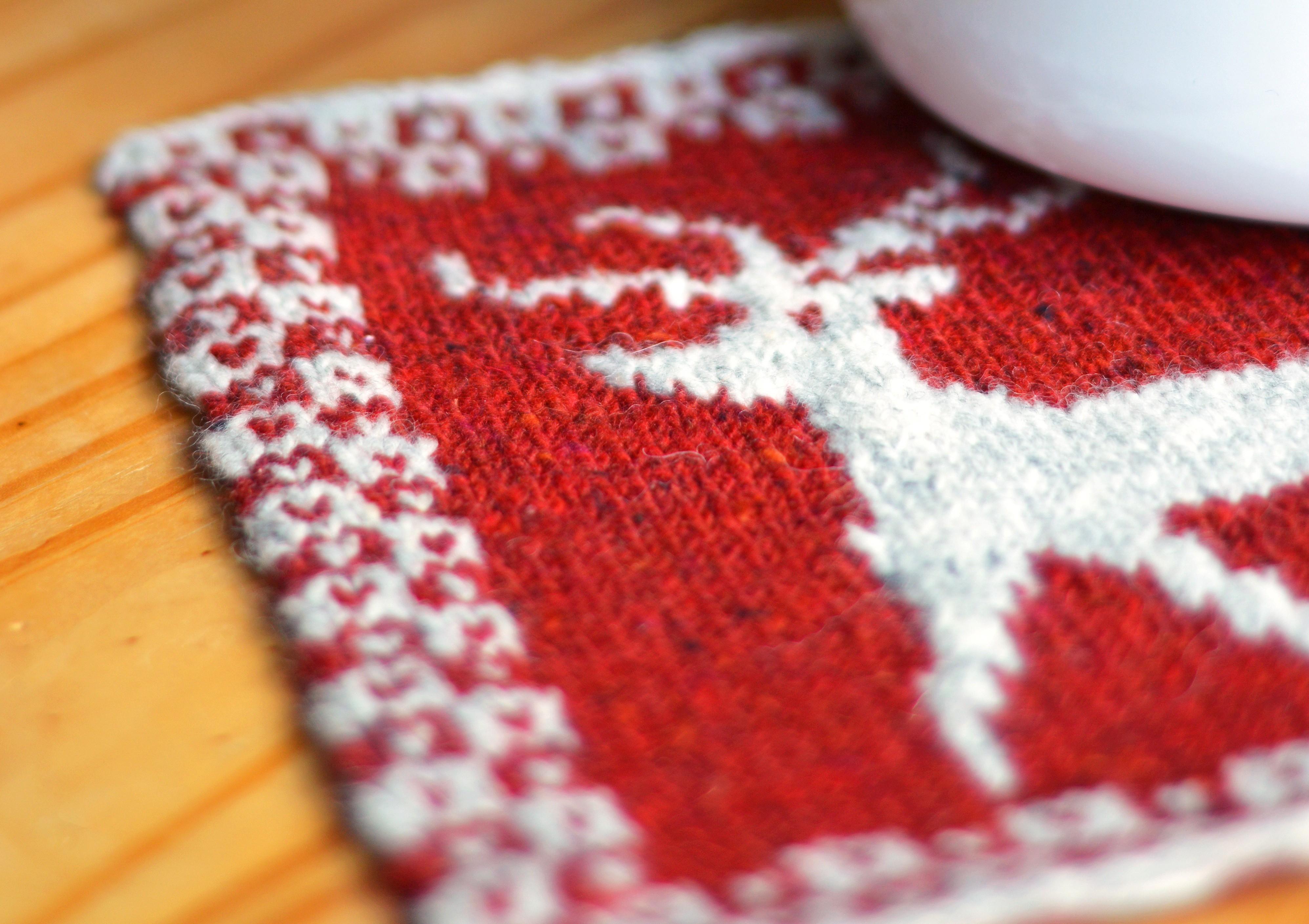 Get Crafty Exclusive Dee Hardwicke Knitted Reindeer Pot